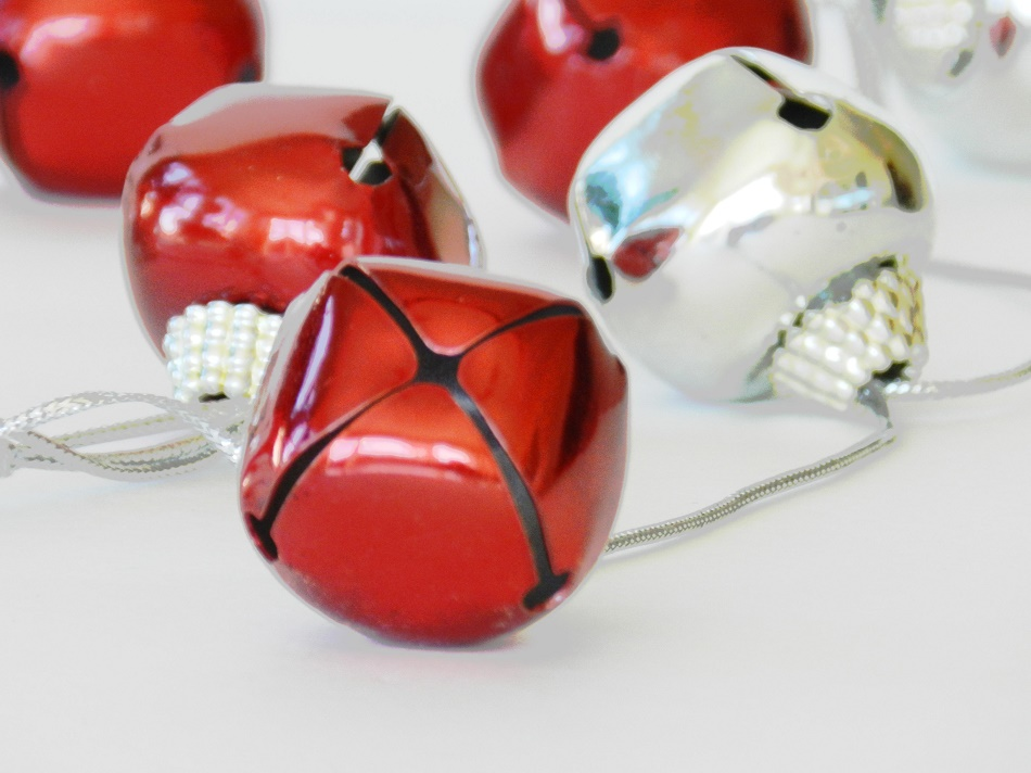 Making Your Own Christmas Decorations versus Buying Them